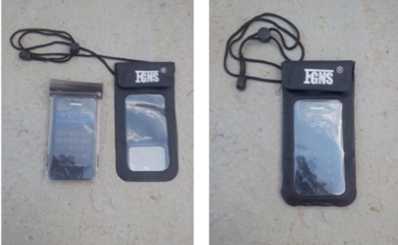 Teléfono móvil con fundas y bolsa estanca