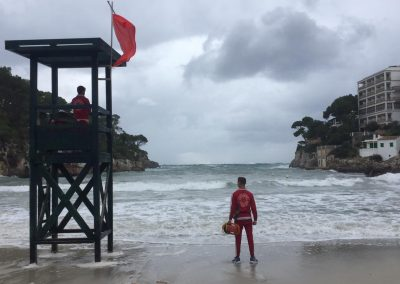 socorrista-torre-vigilancia-playa